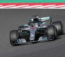 Com novo vacilo de Vettel, Hamilton lidera de ponta a ponta e vence no Japão