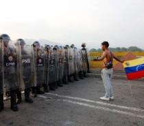 Quatro militares venezuelanos desertam depois de atravessar a fronteira com a Colômbia