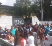 Atiradores invadem escola, matam oito e se suicidam