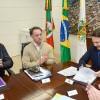 Prefeito Daniel Guerra assina ordem de início de asfaltamento da rua Gerson Andreis