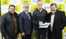 Presidente da Câmara promulga lei com regras para apresentações artísticas nas ruas de Caxias
