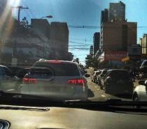 Malandros do trânsito: Usando o corredor de ônibus como via para passar na frente