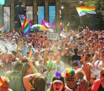 Australianos votam a favor da legalização do casamento gay