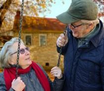 Cobertor e aquecedor: 10 dicas de cuidados com os idosos no inverno