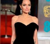 Visual de Angelina Jolie em novo filme surpreende internautas