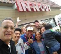 Tom Hanks vai a lanchonete e paga a refeição de todos os clientes