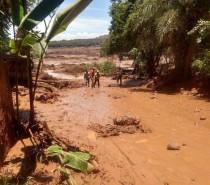 Barragem da Vale se rompe e casas são atingidas em Brumadinho (MG)