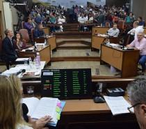 Maioria do plenário da Câmara delibera pela cassação do mandato do prefeito Daniel Guerra