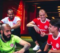 Inter e Adidas apresentam uniforme para a temporada 2020