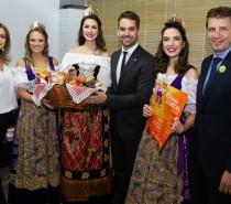 Presidente, rainha e princesas da Festa da Uva convidam governador para Festa das Colheitas