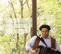 Músico Robison Boeira apresenta show Canto e Cordeona