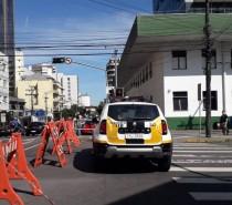 Secretaria de Trânsito fecha Rua Marechal Floriano em frente a UPA Central