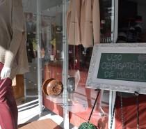 BANDEIRA LARANJA Comércio abre nesta terça Após três semanas de portas fechadas, comércio tem permissão para atender os clientes com a presença de funcionários.