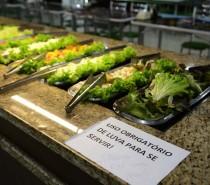 Secretaria da Saúde reforça que não é permitido o autosserviço em buffets