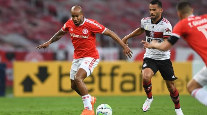 Inter empata no Beira-Rio e segue na ponta do Brasileirão