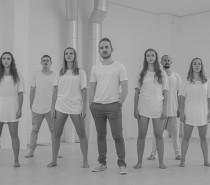Musicista caxiense Rafael Witt lança vídeo de Emily com coreografia do grupo de dança Autem Move