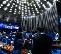 POLÍTICA Senado aprova, em segundo turno, proposta que viabiliza a retomada do auxílio emergencial