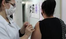 Pessoas de 55 anos ou mais podem fazer a vacina contra a covid-19 neste sábado (12/06)