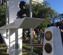 Polícia /  Busto de Duque de Caxias é furtado da praça Dante
