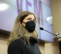 Tatiane Frizzo apresenta tema, cartaz e música da Festa da Uva 2022