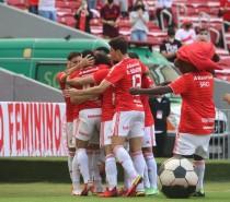 Esporte / Inter goleia a Chapecoense por 5 a 2 no Beira-Rio