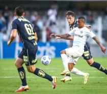 Esporte / Grêmio é superado pelo Santos na Vila Belmiro