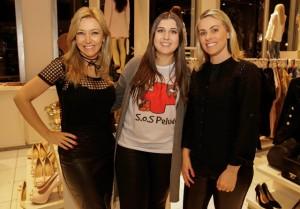 A empresária da moda Márcia Costa, Nathalia Gobbato e Ana Paula Cardoso em noite de solidariedade aos pets// Crédito Jenifer Abreu