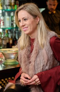 Pamella Frey Ferreira feliz com o encontro realizado no Espaço K – Restaurante e Lounge, novo empreendimento comandado pela mana dela, Kelly Frey.