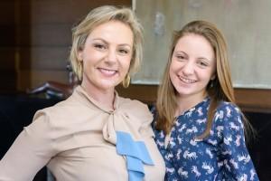 A empresária Susana Chies, proprietária da marca Casa Três Venas, e a filha Maria Eduarda Chies Galarza conferiram de perto o sucesso da Confraria da Mulher